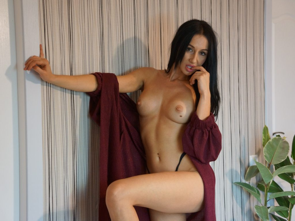 DanielleSquirts  hot wet pussy 4yu