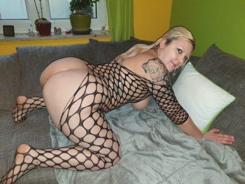 Hot blonde woman 4yu